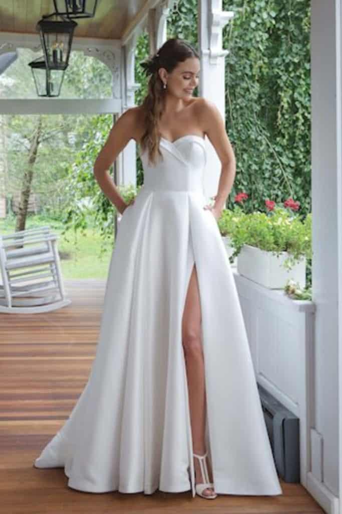11061 wedding gown